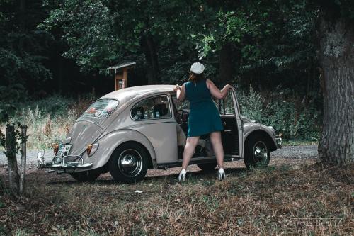 '70er Shooting mit Steffi und Käfer